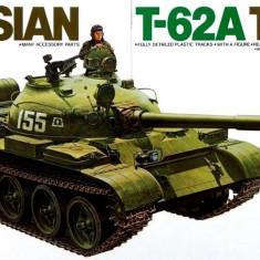 1:35 Russian T-62A Tank - 1 figure 1:35