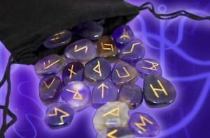 Placa divinatie  + set rune  cuart roz,jasp rosu+cadou set cani Feng Shui