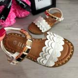 Cumpara ieftin Sandale albe elegante cu aplicatii aurii pt fetite 25 26 30 31 32, Fete