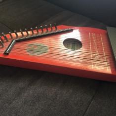 Tzitora,titora veche germana,DDR,instrument muzical cu corzi,din lemn