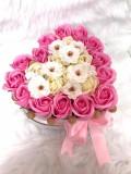 Aranjament inima din trandafiri de sapun si flori de cires