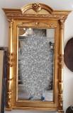 Oglinda cu rama din lemn sculptat si foita de aur