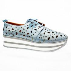 Pantof tineresc in nuanta de albastru deschis cu talpa plina