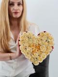Cumpara ieftin Set cadou - Trandafiri sapun - Inima flori crem!