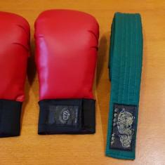 Manusi si centura verde karate