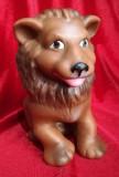Jucarie Arădeanca anii 70 Leu din cauciuc cu piuitoarea din alama