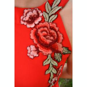 Bluza eleganta cu broderie florala aplicata in fata, nuanta rosie