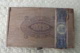 Cutie ptr. tigari de foi,marca Aromas.