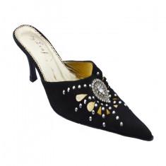 Papuc casual-elegant de culoare neagra, model cu strasuri mici