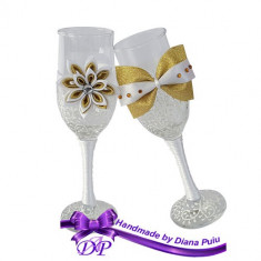 Pahare nunta miri si nasi, Handmade by Diana Puiu, PNFJ 2 auriu-alb