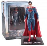 Cumpara ieftin Figurina Superman cu suport magnetic, 18 cm, articulatii mobile