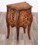 Comoda din lemn masiv cu furnir de nuc si decoratiuni  COM1504, Comode si bufete