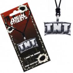 Colier din șnur cu pandantiv metalic - panou cu inscripția, TNT