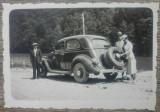 Drumeti oraseni cu automobil de epoca/ foto Romania interbelica