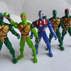 Lot 5 supereroi Marvel -figurine plastic