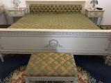 Dormitor Ludovic al 16 alb : pat, 2 noptiere, oglinda, taburet, 2 scaune