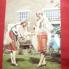 Ilustrata- 2 dansatoare olandeze in costume populare romanesti
