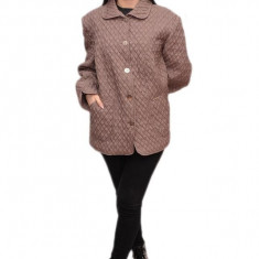Jacheta de toamna, nuanta de nisipiu, cu aspect matlasat