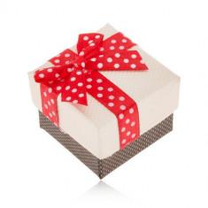 Cutiuță de cadou bej cu maro pentru inel, fundiță roșie cu buline albe