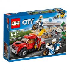 "LEGO® City Police - Cazul ""Camionul de remorcare"" (60137)"
