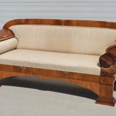 Canapea Bidermeier