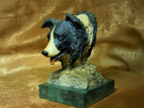 Sculptura Border Collie pe suport marmura, semnata