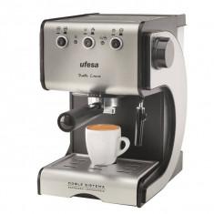 Espressor cafea Ufesa CE7141 1.5 Litri 15 bari 1050W Negru / Argintiu
