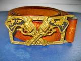 B41-Curea cu Pafta Cowboys USA bronz masiv cu revolvere. Gen Vestul salbatic.