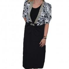 Costum de ocazie, cu rochie neagra si sacou cu imprimeu negru-alb