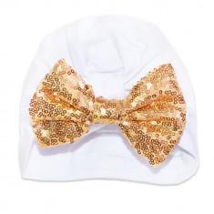 Turban alb cu funda din paiete aurii