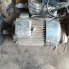 Motor trifazic