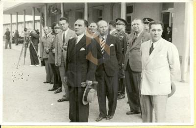 FOTOGRAFIE, MIHAI ANTONESCU, OVIDIU AL. VLEDESCU, MINISTRU SANATATII -PETRE TOMESCU, 1941 foto