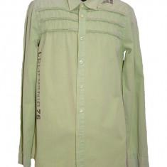 Camasa de barbati, moderna, cu design de litere si cusaturi