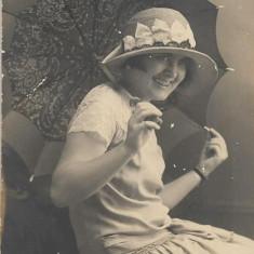 Fotografie portret tanara poza veche interbelica