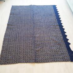 Macat pe albastru din lana pura, 185/125, in stare foarte buna!