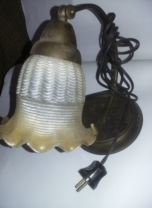 Lampa veche/antica functionala,lampa de birou,stare cum se vede ,T.Gratuit