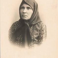 Fotografie portret batrana poza veche