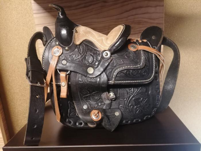 Geanta vintage exectutata manual din piele naturala model western