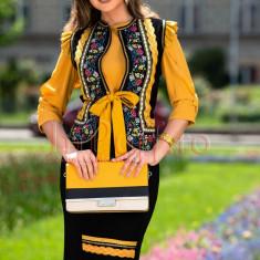 Vesta dama neagra cu galben mustar cu motive traditionale florale si fir auriu