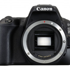 Aparat Foto Canon EOS 200D cu Obiectiv 18-55mm f/3.5-5.6 IS II