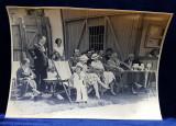 SPECTATORI LA TURNEUL DE TENIS , PE BANCI , SEZLONGURI SI FOTOLII , FOTOGRAFIE MONOCROMA, CU OCAZIA CEFERIADEI 1940