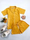 Pijama dama ieftina bumbac scurta cu pantaloni scurti si tricou galben cu nasturi