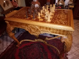 Monumentala masa antica de joc intarsiata