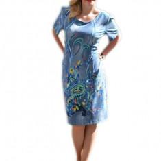 Rochie tinereasca, nuanta albastra, design de flori multicolore