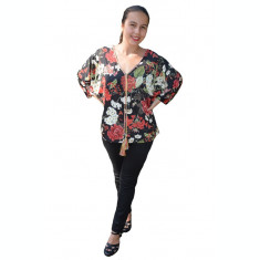 Bluza casual Georgiana, cu imprimeu flower si coacaze, in nuanta de negru