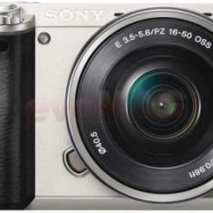 Aparat Foto Mirrorless Sony Alpha A6000, cu obiectiv 16-50mm, 24.3 MP, Filmare Full HD, Zoom optic 3x (Argintiu)