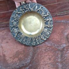 Scrumiera din bronz masiv - cu frumoase scene in relief !!!