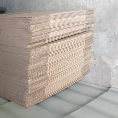 Cuti carton si banda adeziva