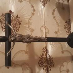 Vechi crucifix de masa cu fildes.