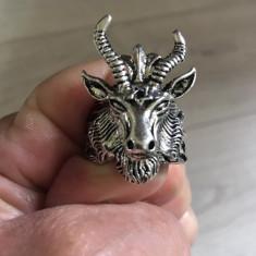 Inel gotic  barbatesc cu cap de berbec silver